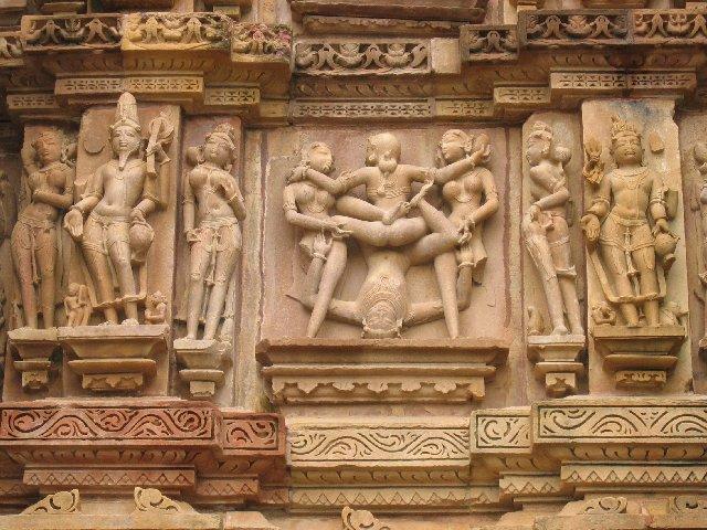 Храм секса Khajuraho в Индии (20 фото) .